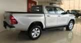 Toyota Hilux 2.8 AT màu bạc  2017