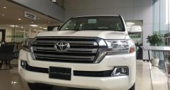 Toyota Land Cruiser VX màu trắng