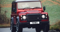 Land Rover Defender Works V8 mới