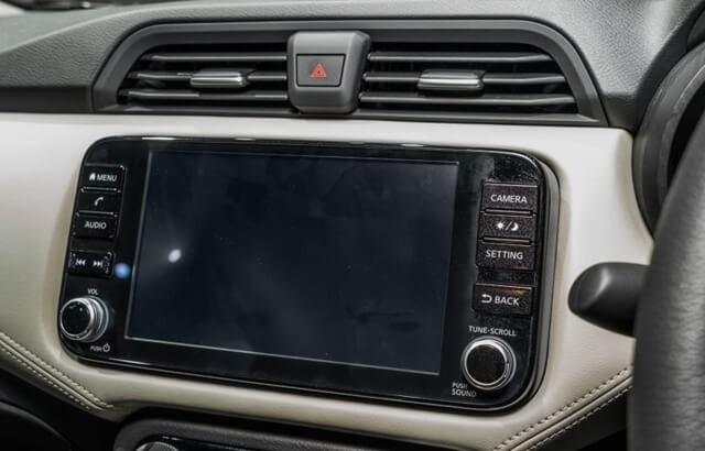 Nissan-Almera-2021-man-hinh-thong-tin-giai-tri