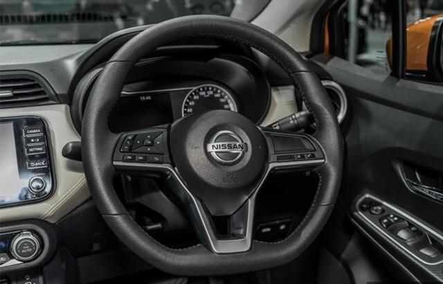 Nissan-Almera-2021-vo-lang