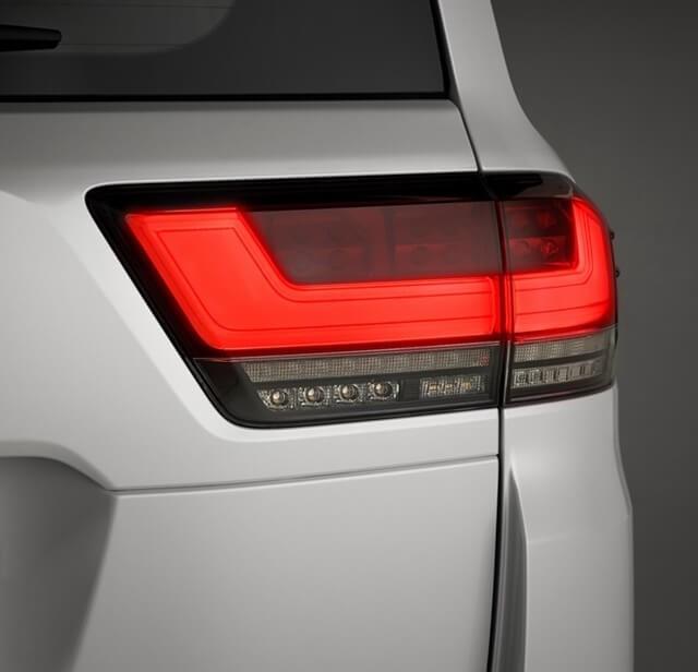 den-hau-xe-Toyota-Land-Cruiser-2022