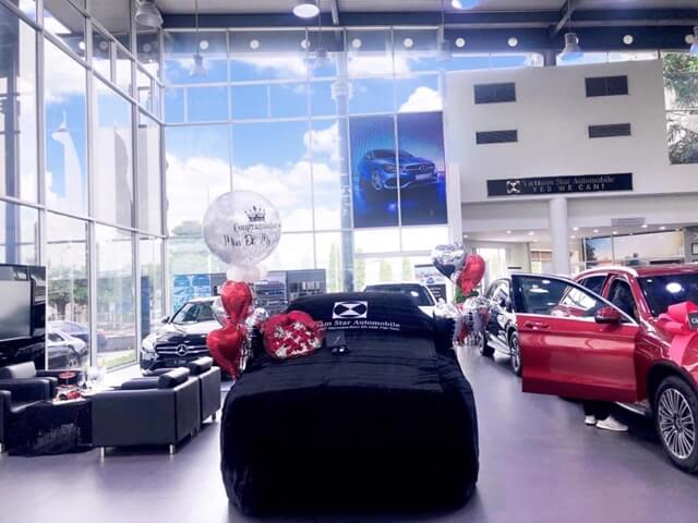 Dai-ly-Mercedes-Long-Bien-showroom-trung-bay-xe