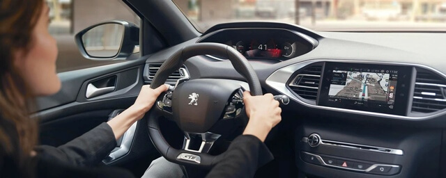 Peugeot-308-can-canh-vo-lang