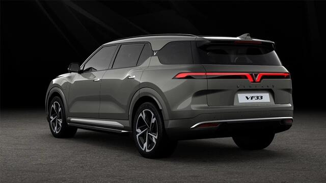 Vinfast-VF33-hong-va-duoi-xe.
