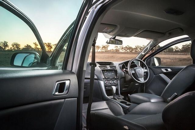 cabin-xe-mazda-bt50