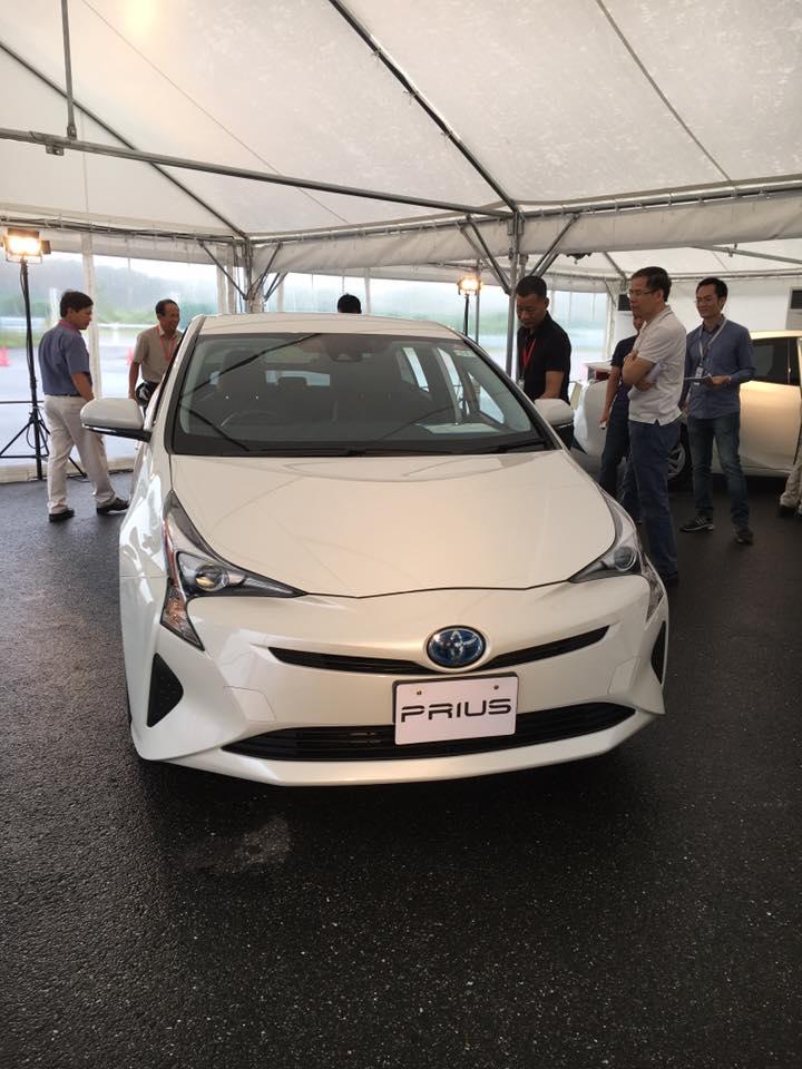 dau-xe-toyota-prius-hybrid