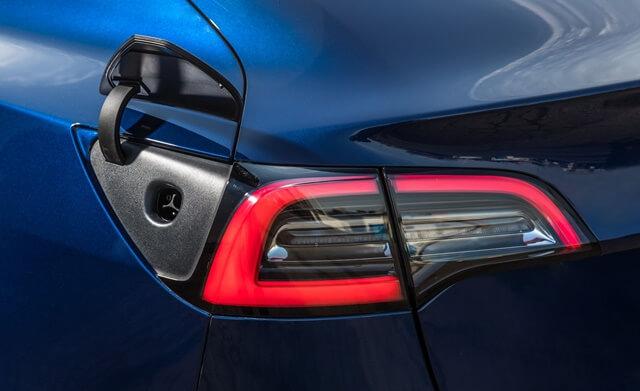den-sau-xe-Tesla-Model-3