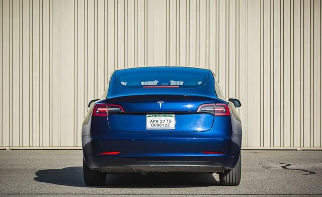 duoi-xe-Tesla-Model-3