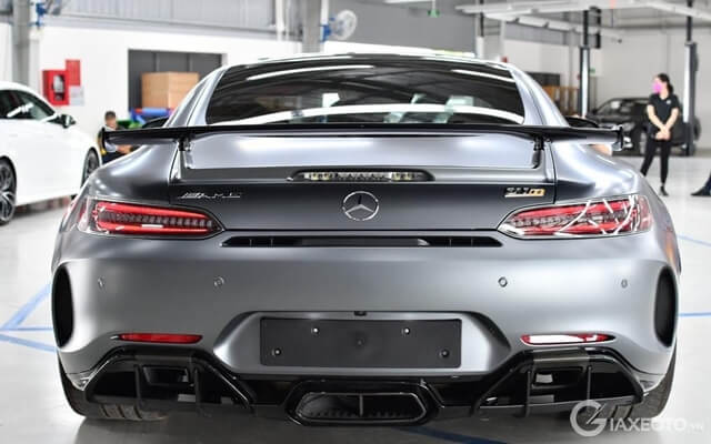 duoi-xe-mercedes-amg-gt-r-coupe