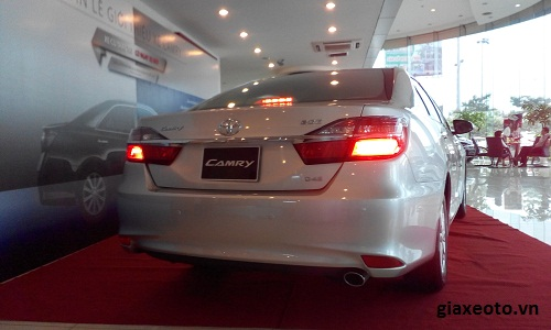 duoi xe toyota camry 2.0