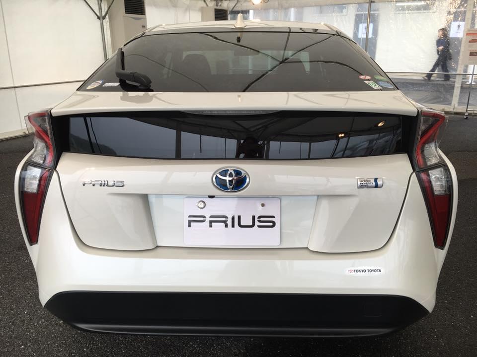 duoi-xe-toyota-prius-hybrid