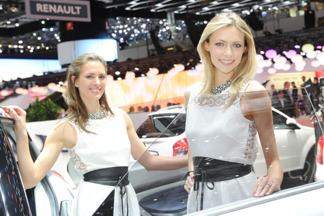 geneva-girls-motor-shows-2014