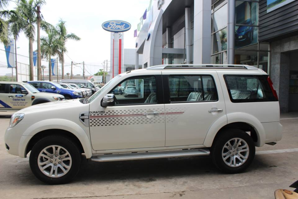 gia_xe_ford_everest