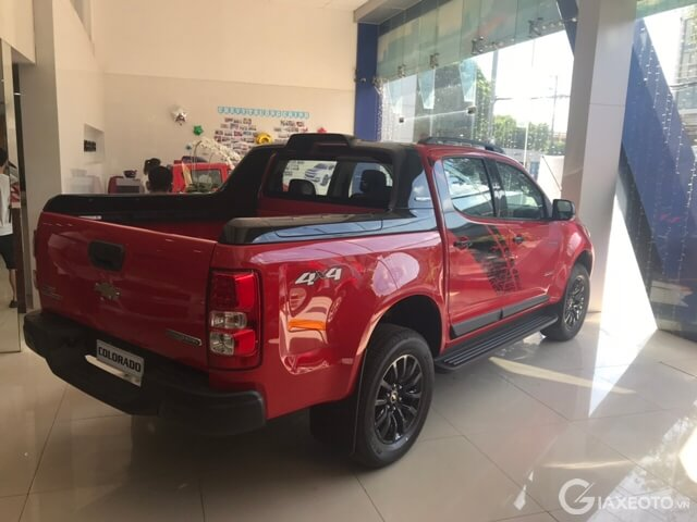 hong-xe-chevrolet-colorado
