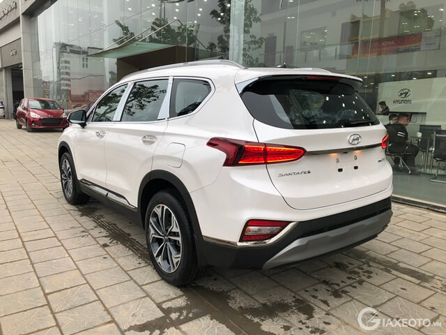 hong-xe-hyundai-santafe-may-dau