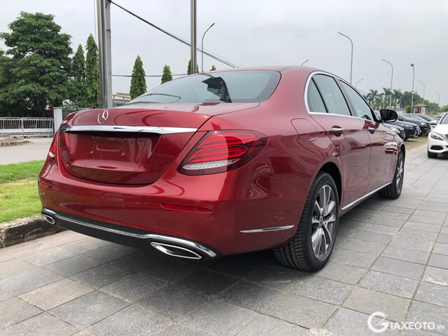 hong-xe-mercedes-benz-e200