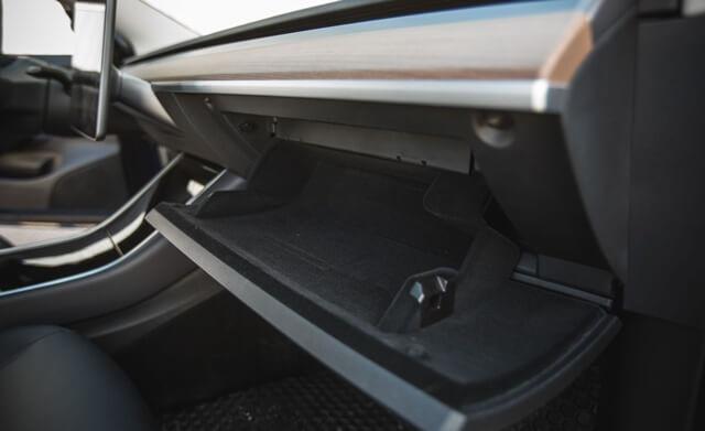 khay-de-do-xe-Tesla-Model-3