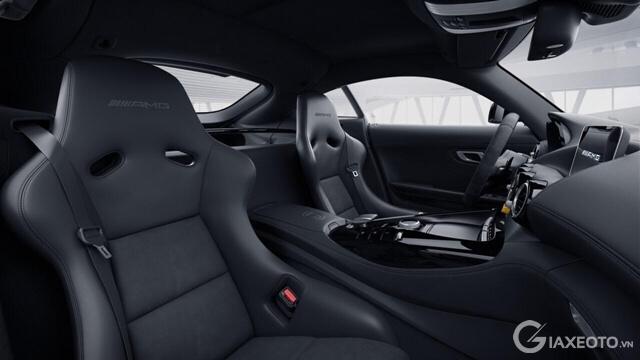 khoang-lai-xe-mercedes-amg-gtr-coupe