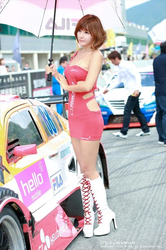 nguoi-dep-ao-hong-tren-duong-dua-cj-super-race-2013
