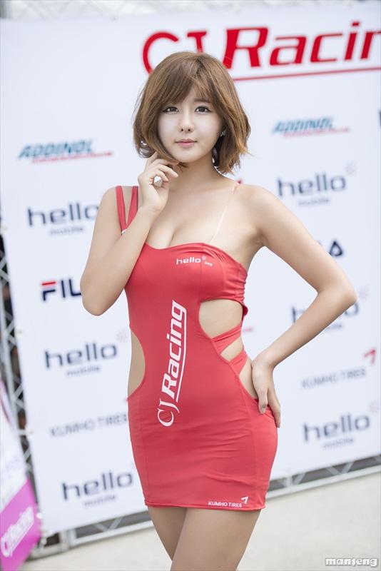 nguoi-dep-han-quoc-tren-duong-dua-cj-super-race-2013