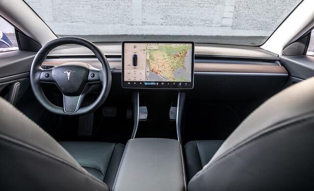 noi-that-khoang-lai-xe-Tesla-Model-3