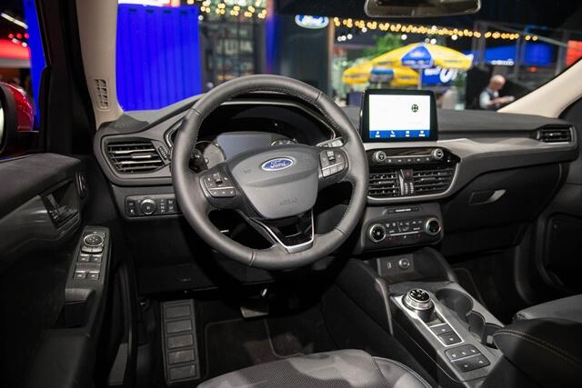 noi-that-xe-Ford-Escape