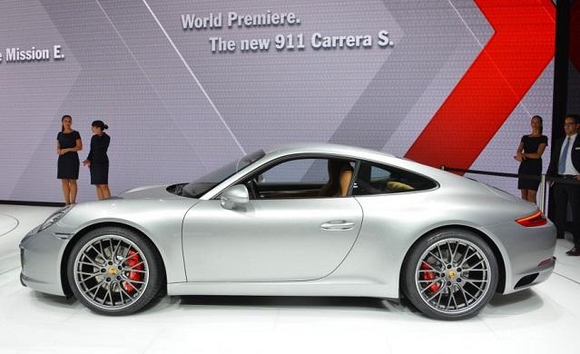 gia-oto-Porsche-911-Carrera