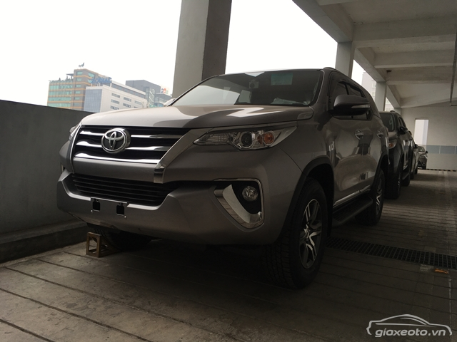Toyota-fortuner-4x2-at-mau-bac