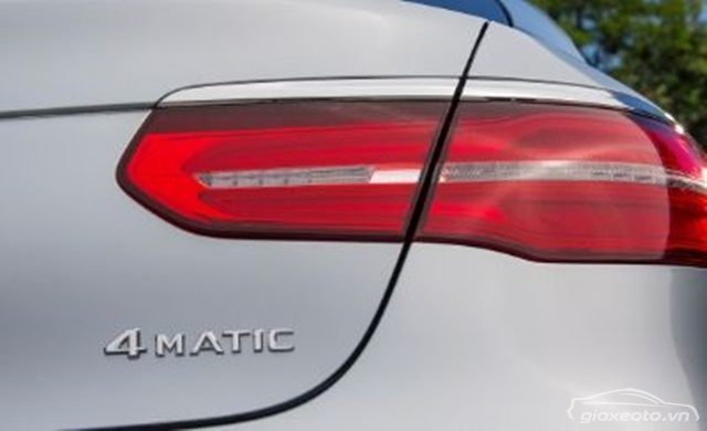 chi-tiet-den-hau-Mercedes-GLC-300-4matic-coupe