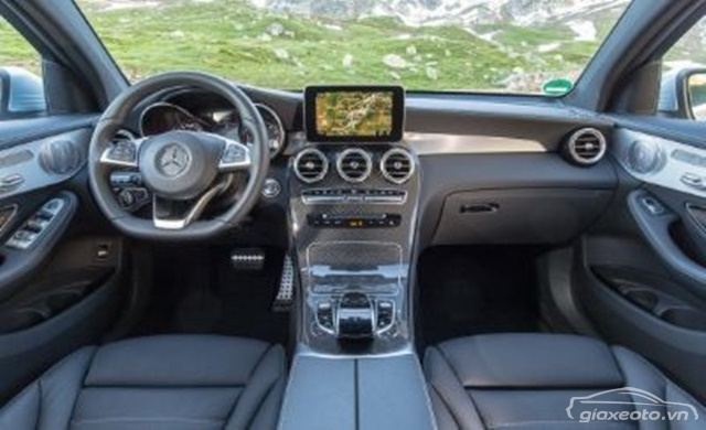 chi-tiet-khoang-lai-Mercedes-GLC-300-coupe