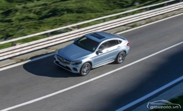 chi-tiet-ngoai-that-Mercedes-Benz-GLC-300-coupe