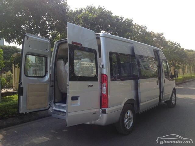 cua-sau-xe-ford-transit