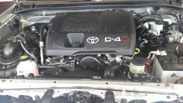 danh-gia-dong-co-toyota-fortuner-cu-mau-bac
