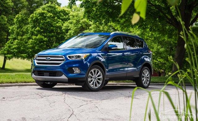 gia-xe-Ford-escape-mau-xanh
