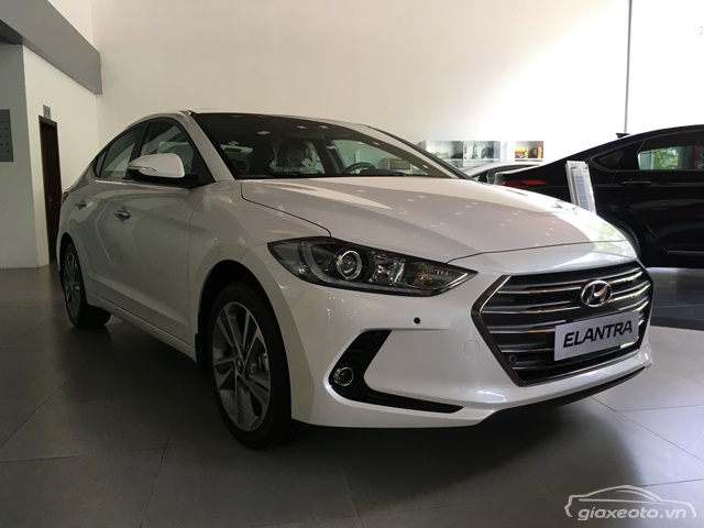 hyundai-elantra-review