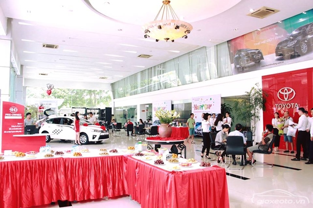 showroom-toyota-ha-dong