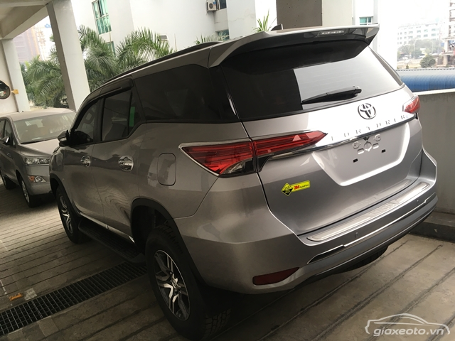 than-xe-toyota-fortuner-2_7-so-tu-dong-may-xang-1-cau-mau-bac