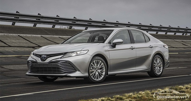 toyota-camry-hybrid-xle-the-he-moi
